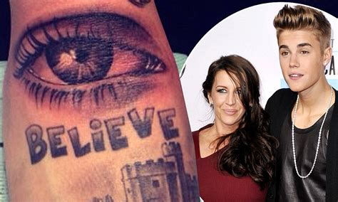 justin bieber tattoo of mom s eye justin bieber keeps his mom close as he gets tattoo of her