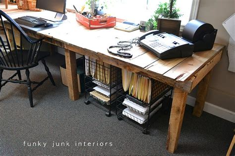 Large Diy Desk Made Of Wood Pallets That Reminds A Farm Diy Large Desk