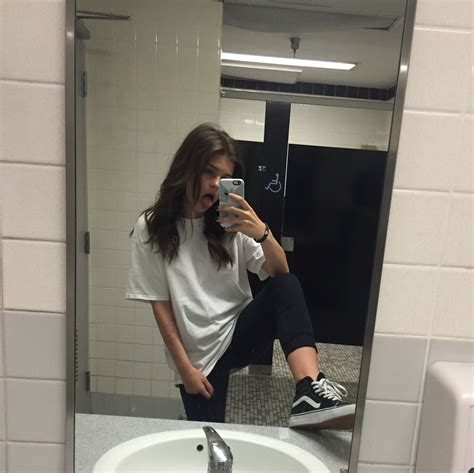 tumblr bathroom video 24 tumblr wear pinterest clothes grunge and pose