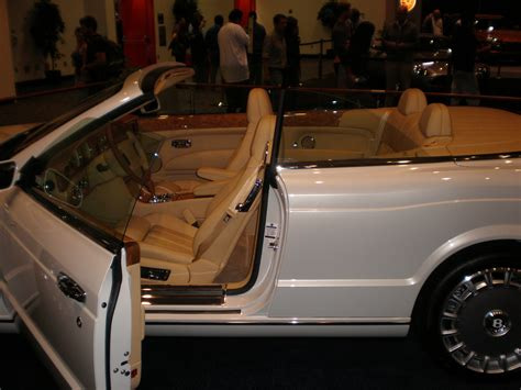 bentley azure white file 2009 white bentley azure side jpg wikimedia commons
