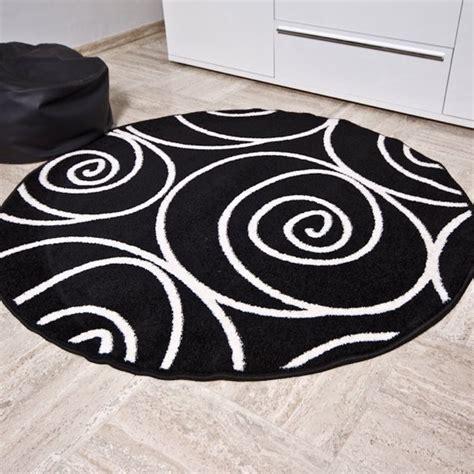 Tapis Rond Noir Et Blanc 3771 by Osez Le Tapis Rond Pour Un Int 233 Rieur Tr 232 S 224 La Mode