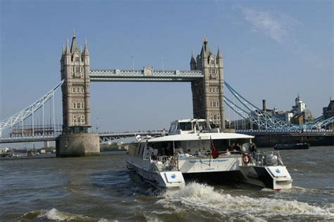 thames clipper travelcard 10 things to do in london for 10 hostelbookers