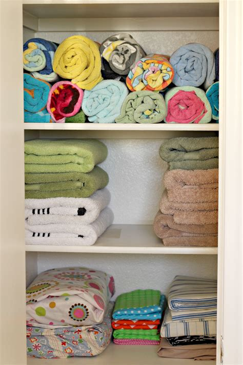 How To Organize Towels In A Closet by 31 Days Of 15 Minute Organizing Day 6 Linen Closet