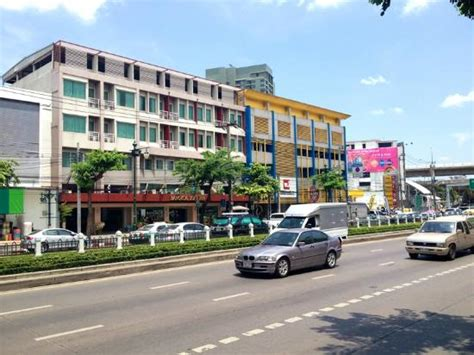 bangkok loft inn hotel on prachao taksin road picture of bangkok loft