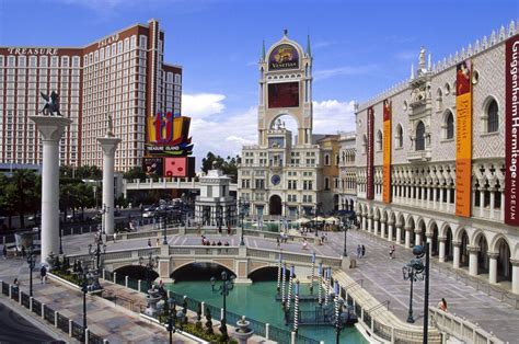 Best Hotel To Stay In Las Vegas Food Courts On The Las Vegas