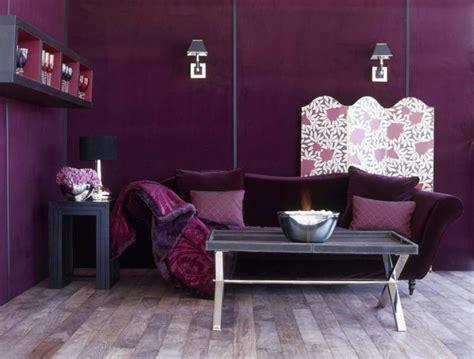 wohnzimmer tapeten gestaltung lila tapete 48 interessante ideen
