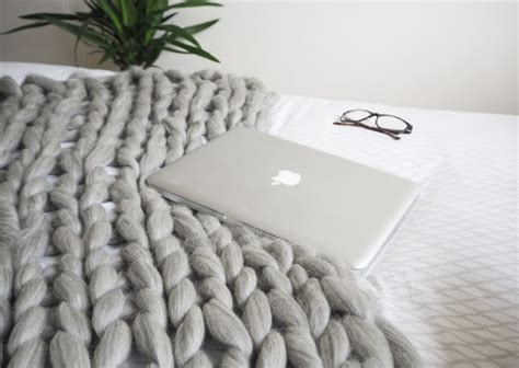 Arm Knit Chunky Blanket by 15 Diy Knitted Blankets That Are All About Comfort And