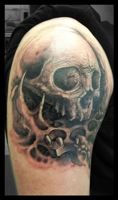 brass knuckle tattoo skull brass knuckle done by frankenshultz artlabs