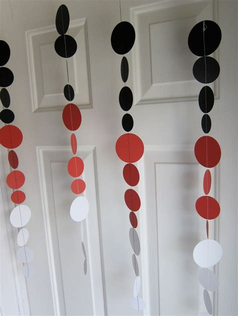 How To Make Paper Garland Decorations - paper garland black and white circles paper