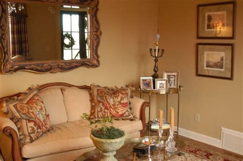 benjamin wilmington looking for a yellow toned neutral home decorating design