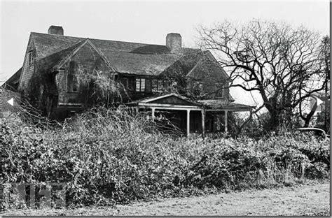 casa infestata da pulci grey gardens l eccentrica vita di big e edie