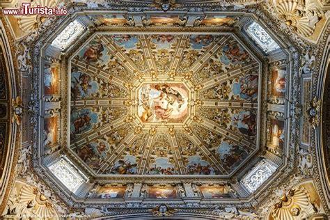 affreschi soffitto affreschi sul soffitto della cupola della basilica
