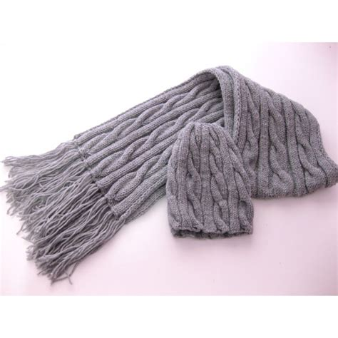hats and scarf colored knitted for the winter hekaia