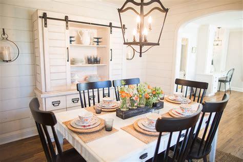 magnolia home wallpaper fixer upper season 3 episode 16 the chicken house