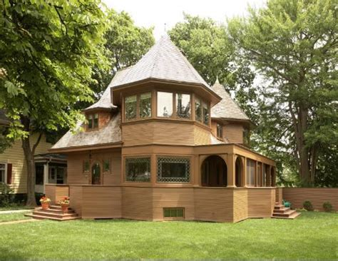 frank lloyd wright style homes for sale frank lloyd wright s 122 year old robert emmond house for