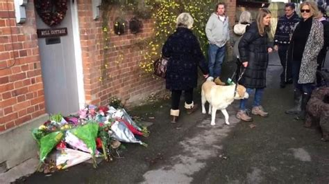 george michael death coroner rules star died of natural george michael fans pay their respects outside his