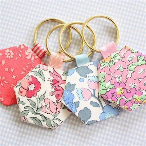 fabric crafts easy scrap fabric ideas hexie keyrings they re such a