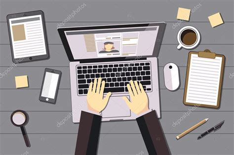 imagenes de personas usando redes sociales manos escribiendo texto en el teclado del ordenador