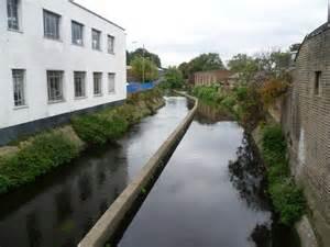 wandle industrie river wandle near earlsfield 169 marathon cc by sa 2 0