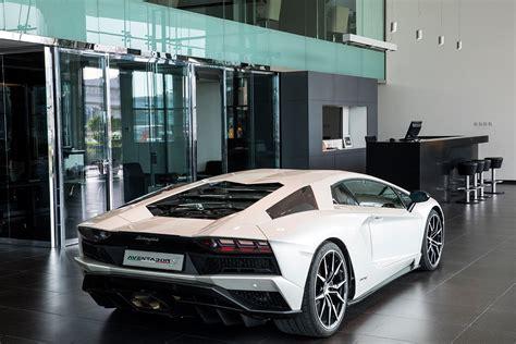 Showroom Lamborghini Lamborghini Dubai Showroom Aventador S Rear Quarter Autobics