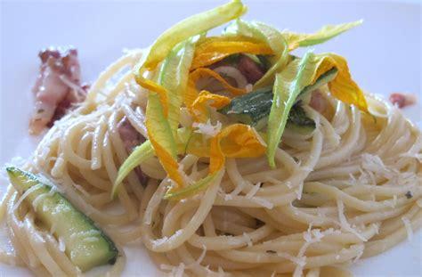 pasta e fiori di zucca spaghetti zucchine e fiori di zucca ricette ritatersilla