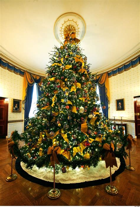 photo of the most beautifully decorated christmas tree the most beautiful trees in the world
