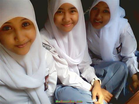 Jilbab Anak Sma Photo Photo Siswi Sma Berjilbab Narsis Di Dalam Kelas