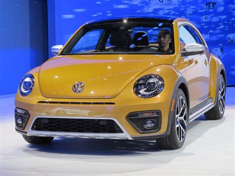 2016 volkswagen beetle gets dune and denim special editions