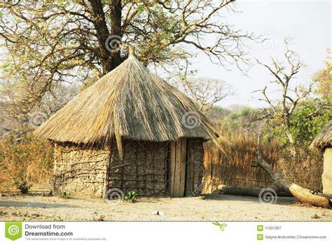 hutte africaine interieur hutte africaine photographie stock libre de droits image