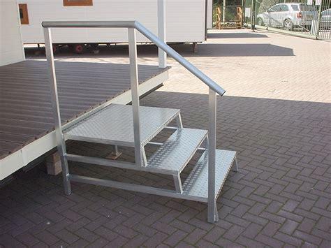aluminium trap met leuning opstappen bordes chaletbouw the hap