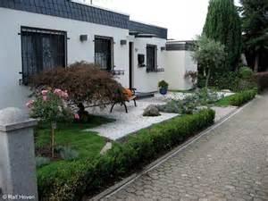 vorgarten gestalten modern reihenhaus kunstrasen garten