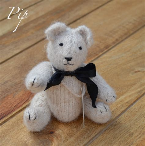 Handcrafted Teddy Bears - pip bears of bridge cottage