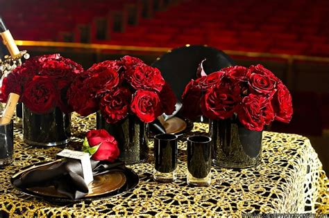 Red Rose Wedding Centerpieces In Black Vases Onewed Com Black Vases For Wedding Centerpieces