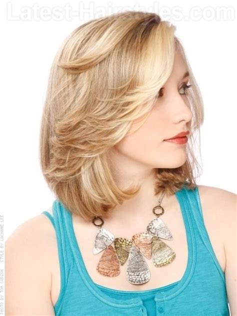 medium length bob with flipped ends summer hairstyles