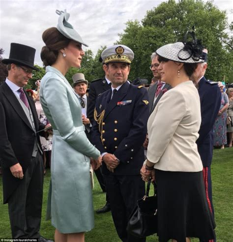 duchess of cambridge kate middleton talks pippa wedding at queen s garden party