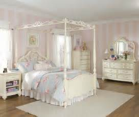 White Canopy Bedroom Furniture Lea Mcclintock 5 Canopy Bedroom Set In