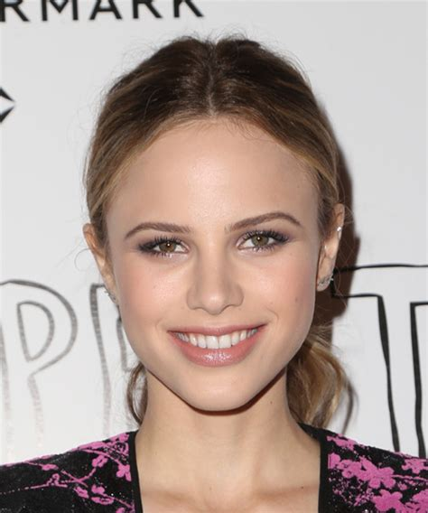 Halston Sage Hairstyles for 2017   Celebrity Hairstyles by