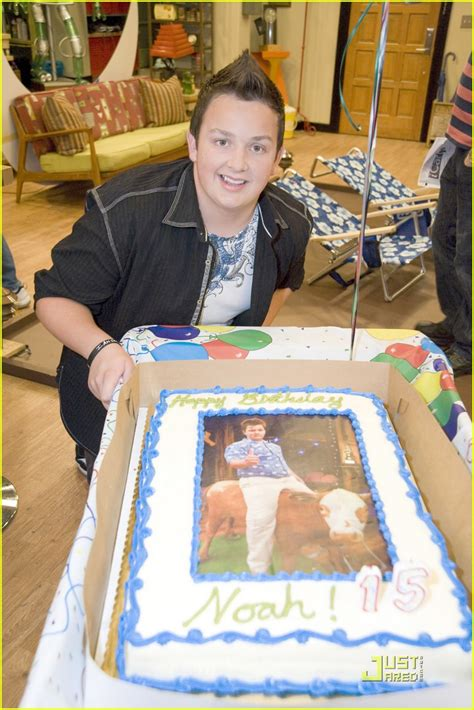 icarly celebrates her birthday with an icarly bedroom noah munck icarly set birthday photo 416320 photo