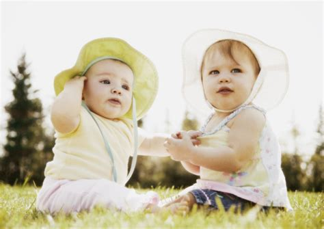 wallpaper anak kembar foto bayi kembar unyu unyu bangetz