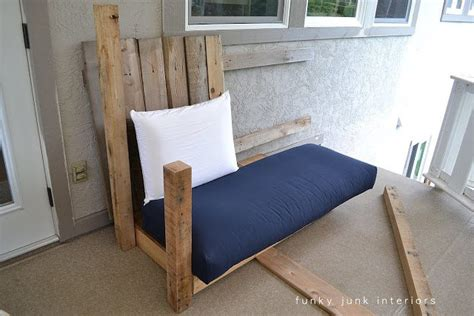 futon upcycle pallet wood sofa upcycle that