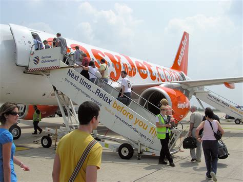 boarding and file boarding easyjet a319 arp jpg