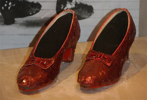 ruby slippers dorothy file dorothy s ruby slippers wizard of oz 1938 jpg