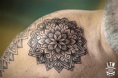 tattoo mandala hombro mandala por manu