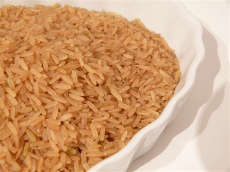 carbohydrates of rice is rice healthy for me does white vs brown rice matter