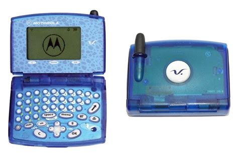 Motorolas Slvr Phone To Fight Aids by 10 And Motorola Phone Designs