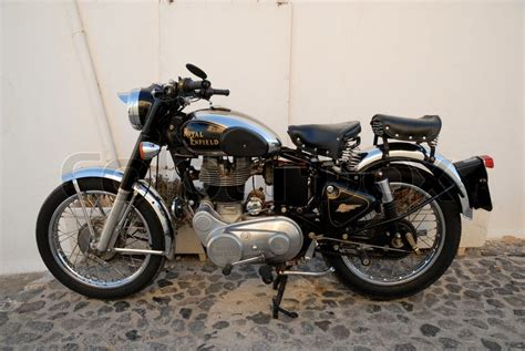 Altes Motorrad by Altes Motorrad An Der Wand Geparkt Stockfoto Colourbox