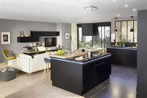 design cuisine ouverte sur salon avec ilot central