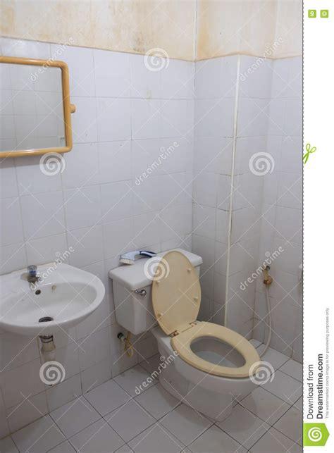 dirty bathroom dream vieille toilette sale blanche image stock image du vide