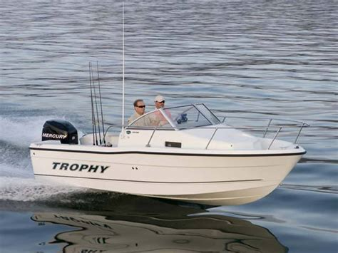 research trophy boats 1802 walkaround on iboats - Trophy Boats 1802 Walkaround Specifications