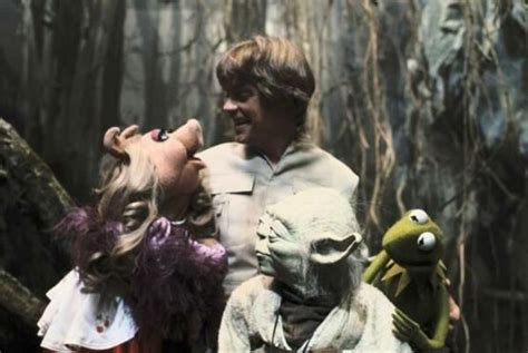 Miss Strikes Back miss piggy and kermit visiting hamill and yoda on set